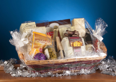 assorted-goodies-basket-with-wine