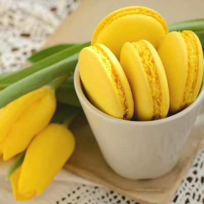 lemon-macaroons-yellow-macarons